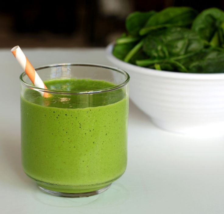 Tropical green smoothie (mango, pineapple, spinach)