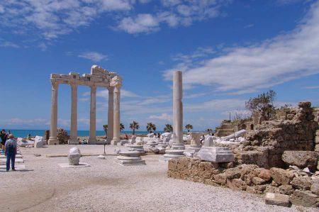 Das römische Ruinenfeld von Side