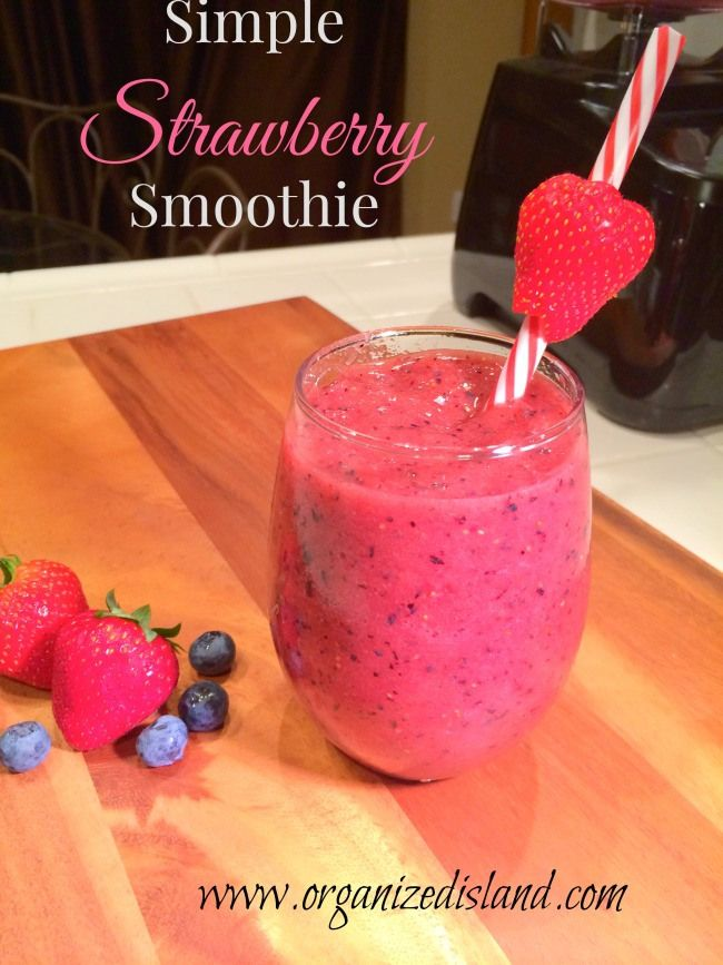 A Strawberry Blueberry Smoothie Recipe that is perfect for breakfast, snacktime or dessert time + a great giveaway for a blender!