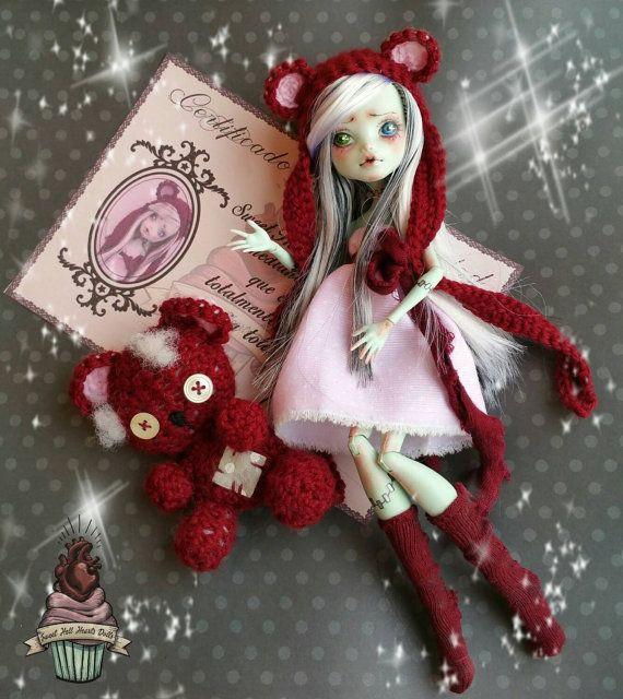 Mira este artículo en mi tienda de Etsy: https://www.etsy.com/es/listing/253070247/frankie-con-su-osito-monster-high-doll