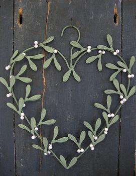 Christmas Mistletoe Heart Wreath
