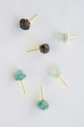 DIY Earrings and Homemade Jewelry Projects - Raw Stone Earrings - Easy Studs, Ideas with Beads, Dangle Earring Tutorials, Wire, Feather, Simple Boho, Handmade Earring Cuff, Hoops and Cute Ideas for Teens and Adults http://diyprojectsforteens.com/diy-earrings #homemadeearrings #stonestudearrings #diyearrings