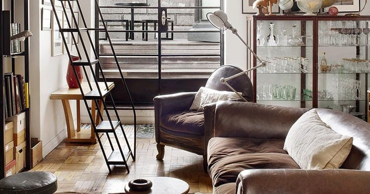 just amazed by the leather sofas in the interior designer Laureen Rossouw 's apartment in Cape town... but not only... I loved the natural ...