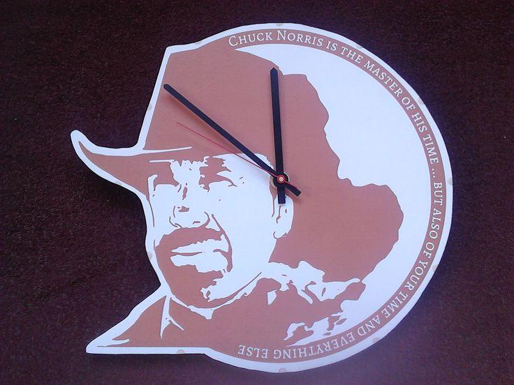 Dřevěné hodiny-Chuck Norris