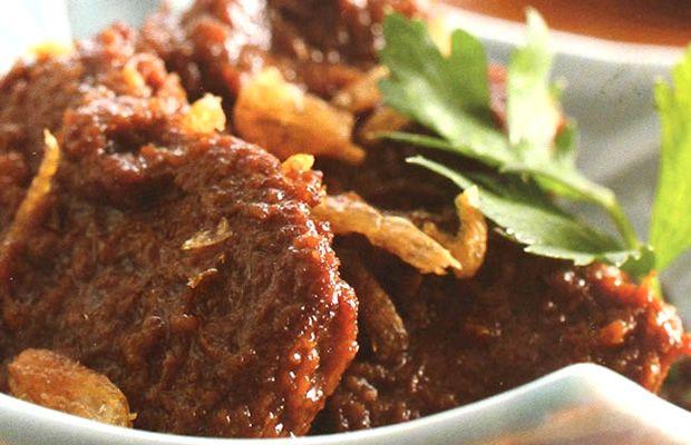 Hidangan populer Timur Indonesia tepatnya Kupang dan Makassar, Karmanaci ini adalah sajian lezat yang dapat dibilang merupakan semurnya Indonesia Timur. Rasa kecap manis Bango yang meresap ke dalamnya bikin daging ini makin mantap disantap. Yuk, coba resepnya di dapur Anda!