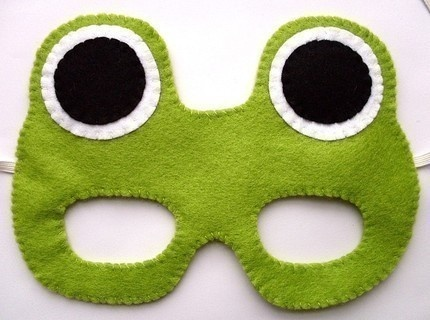 leap day crafts - felt mask So cute! Would be cute to use instead of birthday hats :)