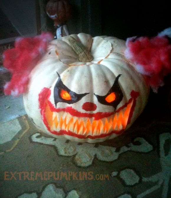 Killer Clown Pumpkin After all, Halloween is SUPPOSED to be ScAry!!! extremepumpkins.com