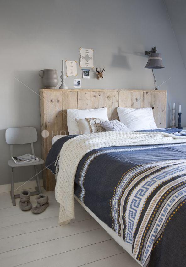 tête de lit en bois facile à faire + mur gris