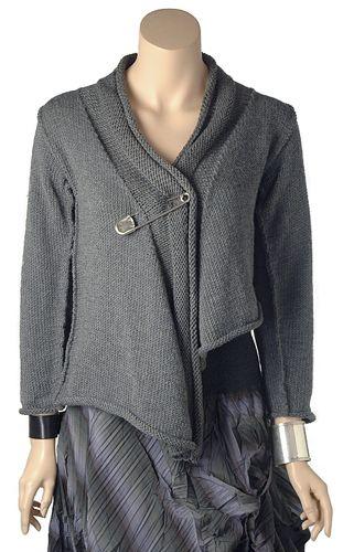 http://vjazhi.ru/jenskaya-vyazanaya-odejda-s-opisaniem/palto-i-kardigany/kardigan-spicami-montparnasse.html Кардиган спицами летящего силуэта #вязание, #рукоделие, #вязаная_одежда, #knitting, #вязание_спицами, #спицами, #кардиганы, #вязаные_кардиганы, #вяжиру