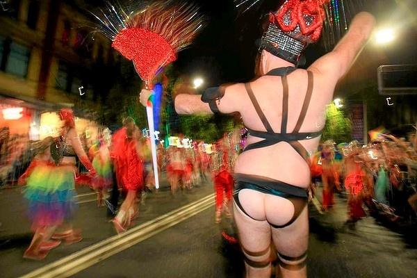Bare buns ... bear buns? Sydney Mardi Gras Parade photos ...