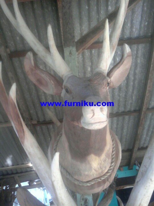 Deer head wood carving at furniku.com