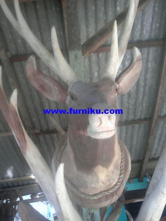 Deer head wood carving at furniku.com