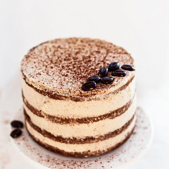 Moist tiramisu layer cake, tastes like an Italian dream. In Danish with google translate.
