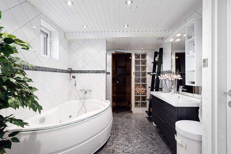 bathroom, sauna, bathtub