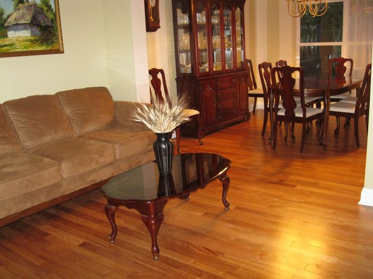 A durable #hardwood, #Amendoim #flooring will stand up to traffic in both residential and commercial locations.