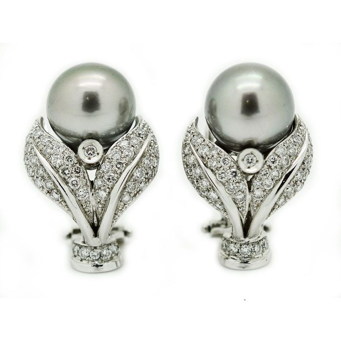 Online veilinghuis Catawiki: Gouden oorbellen met gecultiveerde grijze Tahitiaanse parels en diamanten van in totaal 1,00 ct.