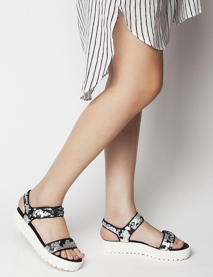 Nikki Silver Flatforms S/S 2015 #Fred #keepfred #shoes #collection #fashion #style #new #women #trends #flatforms #silver #sandals #strass