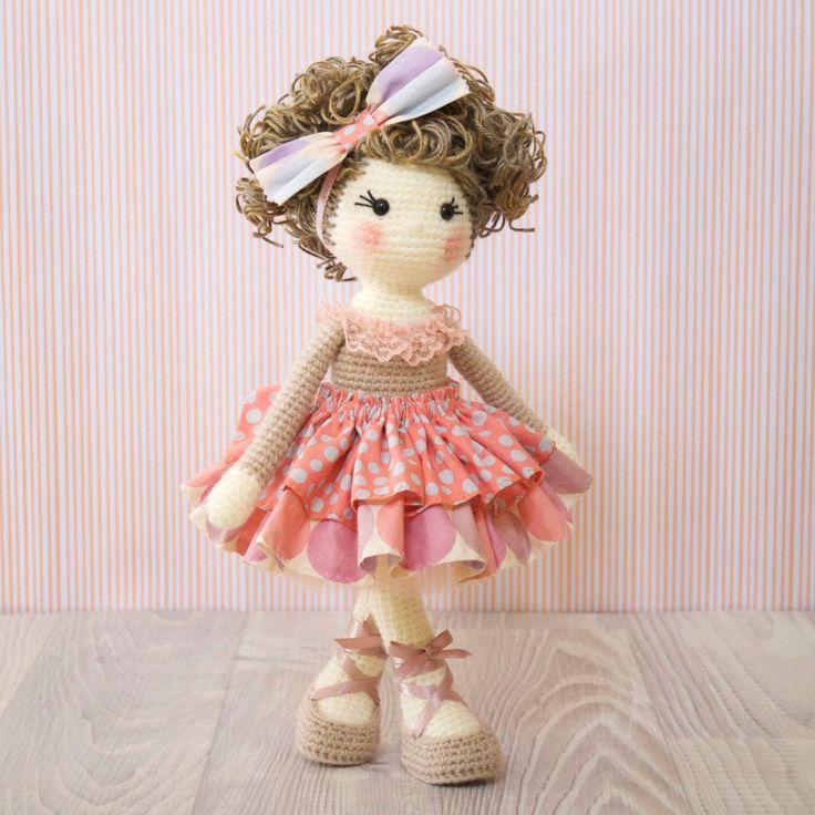 FREE SHIPPING Amigurumi häkeln Puppe - wunderschöne Ballerina Puppe in einen Pfirsich Tutu Kleid und passende Bogen von BubblesAndBongo auf Etsy https://www.etsy.com/de/listing/490036641/free-shipping-amigurumi-hakeln-puppe