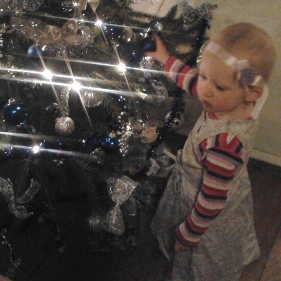a karácsonyfánál