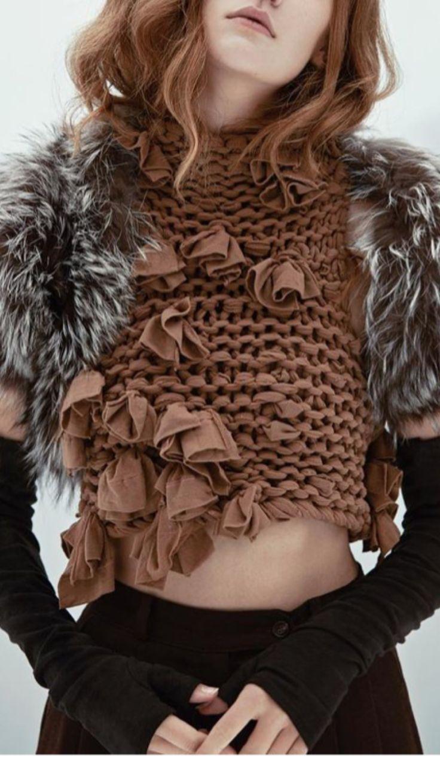 ribbon yarn and fur sleeves