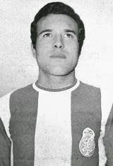 Manuel António Leitão da Silva nasceu no dia 29 de Janeiro de 1946 em Santo Tirso. Deu início à sua carreira de futebolista nos escalões de formação do clube da sua terra, o F.C. Tirsense, até que na temporada de 1963/64 ingressou na formação sénior do Clube de Santo Tirso. Na época seguinte ingressou na Académica de Coimbra para assim poder tirar o curso de Medicina, uma paixão ainda maior do que o futebol e um sonho do seu pai que tinha uma mercearia na Rua da Industria. Em 1965/66 chegou…