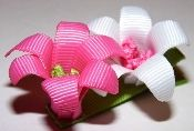 Beautiful flower ribbon hair clip! https://www.retailpackaging.com/categories/74-everyday-specialty-ribbon #DIY #crafts