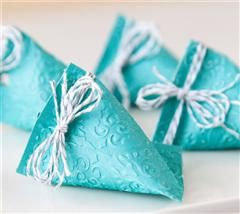 The perfect, easy little gift wrap for party favors!