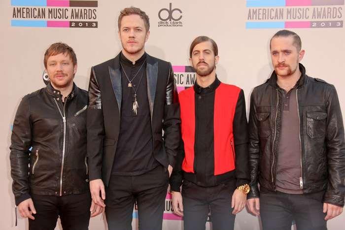 كم يبلغ طول دان رينولدز American Music Awards Team 7 Trending Now
