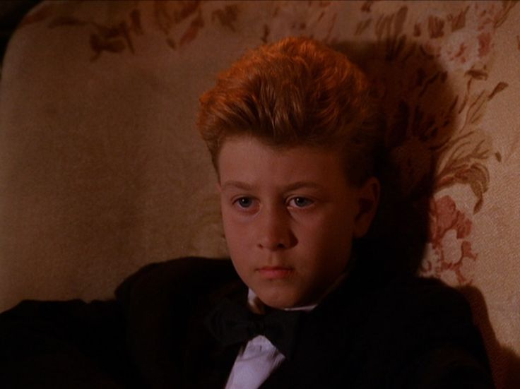 The Twin Peaks scene that gave me the idea: visiting the house of a wizard, that originally seems normal.