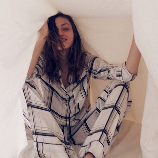 'The Originals' Phoebe Tonkin No Makeup Instagram Photo Gallery: Check Out 'Vampire Diaries' Paul Wesley's Girlfriend's Natural Beauty!