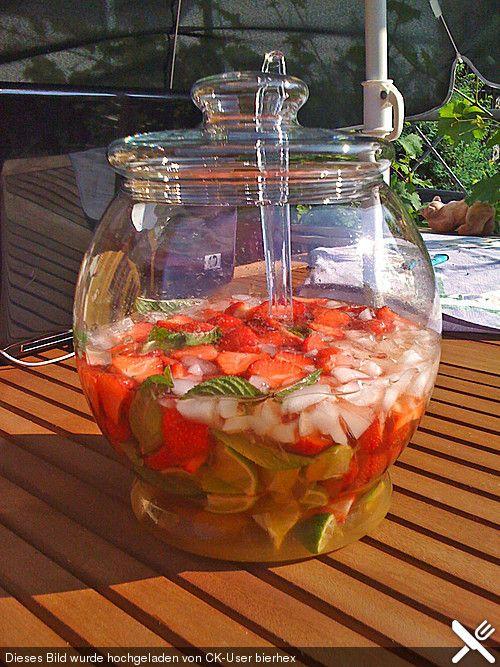 Weltbeste Erdbeerbowle                                                                                                                                                     Mehr
