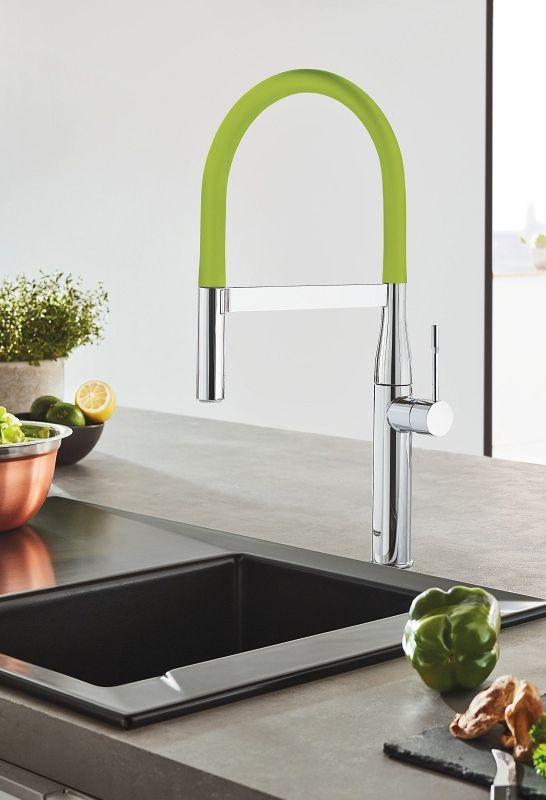 Grohe Essence GrohFlex: Die schicke Küchenarmatur bietet Ihnen formschöne Flexibilität: Der biegsame und ausziehbare Schlauchauslauf aus Silikon mit einer 360° drehbaren Feder gibt Ihnen ein Extra an Bewegungsfreiraum und ist sehr hygienisch. Am Auslauf können Sie ebenso durch leichtes Drehen zwischen zwei kraftvollen Strahlen wählen. Die Farbe des Silikonschlauchs können Sie jederzeit austauschen und Ihrem Wunsch anpassen. In vielen Farben erhältlich. #küchenarmatur #wasserhahn #küche…