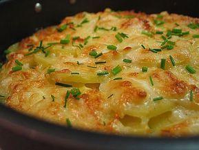 Картошечка готовится долго, но оно того стоит. Получается очень вкусно и бесконечно нежно! Если есть время — не ленитесь.