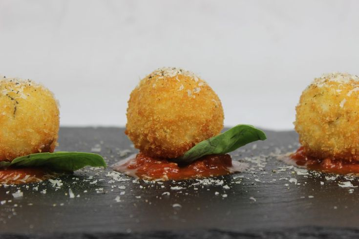 Bite into this simple and classic Italian appetizer and enjoy the oozing melted mozzarella in the centre of these crisp and golden rice balls.