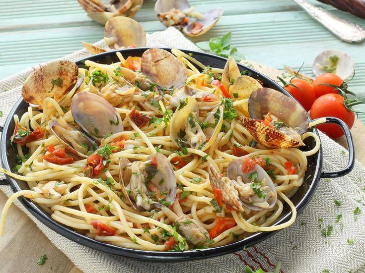 Découvrez la recette Spaghetti alle vongole sur cuisineactuelle.fr.