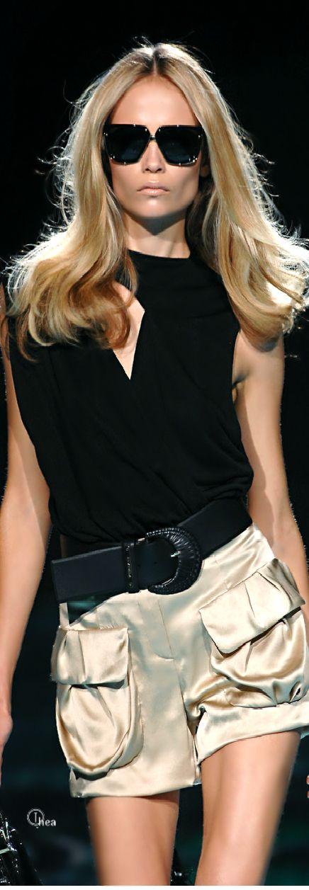 MODELO DE MUJER - A. IMAGEN - Versace