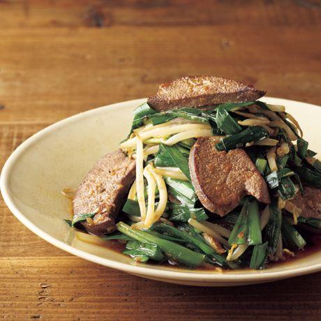 ご飯が進む!「絶品レバニラ炒め」のレシピです。プロの料理家・吉田勝彦さんによる、豚レバー、にら、もやし、長ねぎのみじん切り、おろししょうが、おろしにんにくなどを使った、221Kcalの料理レシピです。