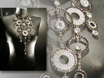 Vari gioielli in vendita.. Different jewellery on sale..