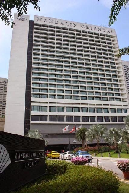 Mandarin Hotel Singapore merupakan salah satu hotel yang sangat diminati oleh para wisatawan untuk tempat menginap selama berlibur di Singapura, khususnya bagi para wisatawan yang memiliki hobby berbelanja. Ada sekitar 20 pusat tempat perbelanjaan dan department store yang dapat ditemukan di sekitar hotel ini. Para wisatawan dapat menemukan berbagai koleksi fashion terkenal yang sangat up-date. Bahkan, buku-buku yang terkenal sampai peralatan yang digunakan untuk keperluan sehari-hari…