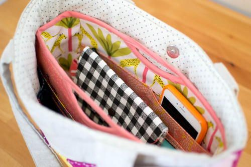 Handy Purse Organizer Pattern | Organizing your purse is a breeze with this free organizer pattern!
