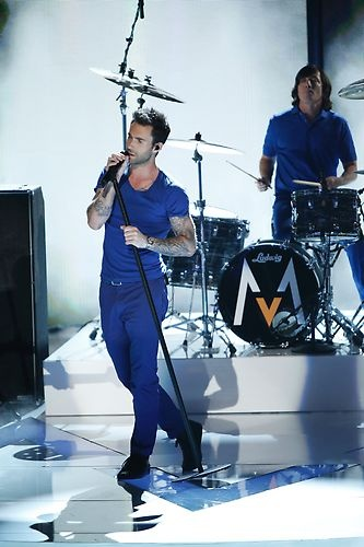 Adam Levine sings Daylight with Maroon 5! #TheVoice