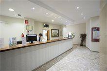 Recepción del Hotel Tres Anclas de la Playa de Gandia.