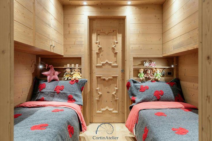 La camera dei bambini di CortinAtelier #cortinadampezzo #CortinAtelier #mycortina #dolomiti #dolomitiveneto #casedimontagna #legnochepassione #ambrapiccin