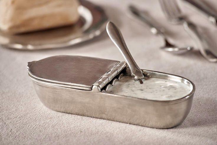 Pewter Gravy Boat - Length: 19 cm (7,5″) - Width: 7 cm (2,8″) - Food Safe Product - #pewter #gravy #boat #peltro #salsiera #zinn #sauciere #étain #etain #saucière #peltre #tinn #олово #оловянный #tableware #dinnerware #table #accessories #decor #design #bottega #peltro #GT #italian #handmade #made #italy #artisans #craftsmanship #craftsman #primitive