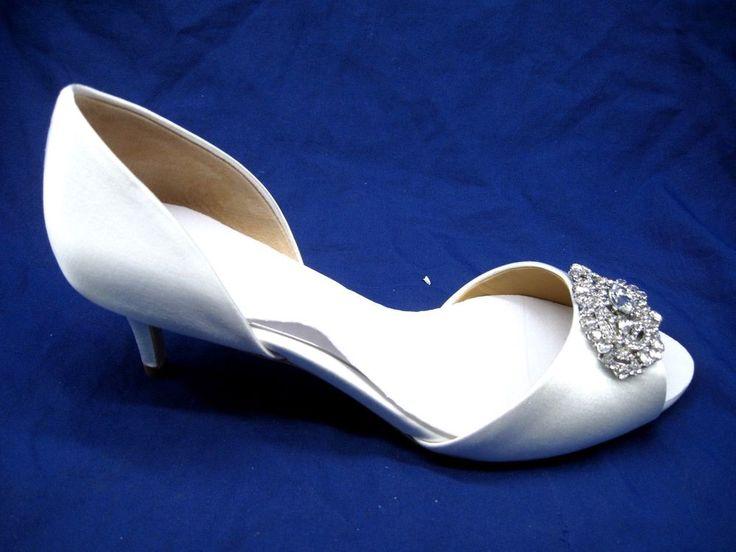 Badgley Mischka 6M Petrina white satin wedding womens rhinestone heels slippers #BadgleyMischka #KittenHeels #BridalorWedding