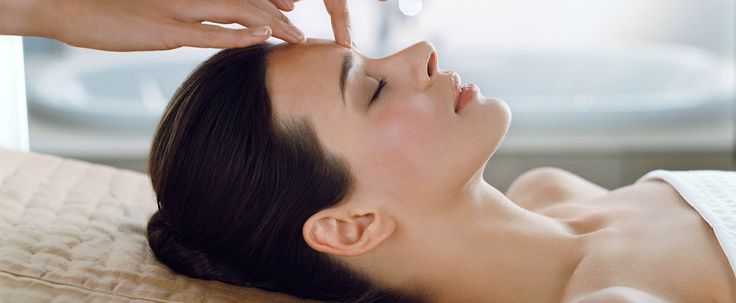 Let us pamper your skin with our new cutting-edge technology that brings Microdermabrasion, Oxygen and the luxury of an Elemis facial together in one indulgent treatment.