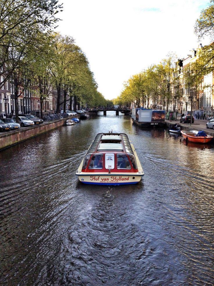 Barco que faz o passeio nos canais de Amsterdam