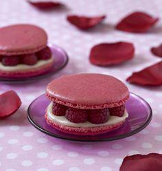 Macarons framboises, rose et litchis - les meilleures recettes de cuisine d'Ôdélices  http://www.odelices.com/recette/macarons-framboises-rose-et-litchis-r1642