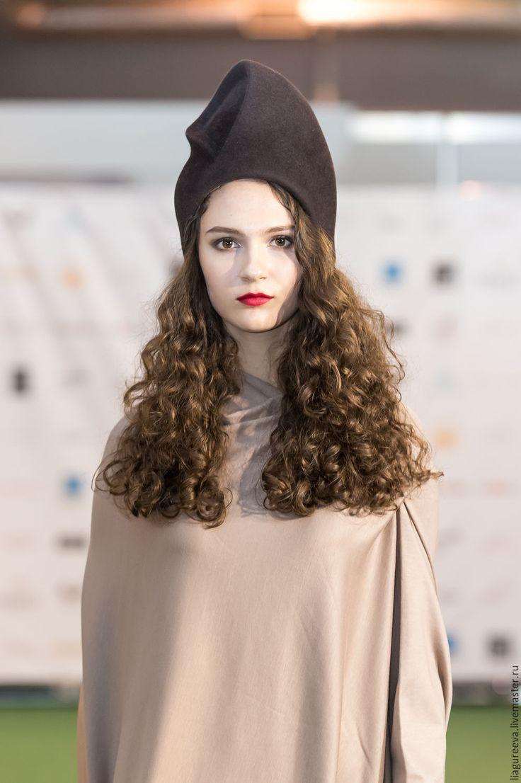 Купить или заказать Шляпка 'Джулия' в интернет-магазине на Ярмарке Мастеров. С05 Порадуйте себе оригинальной шляпкой от LIA GUREEVA. Это и необычный аксессуар, который вы сможете надеть с вечерним образом, и повседневная шляпка, которая не только подчеркнет ваш стиль, но и согреет вас в холодную погоду. Цвет шляпки можно выбрать на ваш вкус.