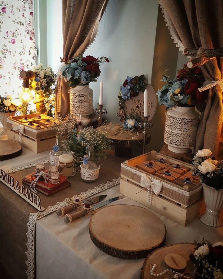 Rustic nişan masası Rustic Nişan Organizasyonu #kütüktepsi #kütüknişantepsisi #kutuktepsi #rustic #burlap #wedding #engagement #nisanorganizasyonu #soztepsileri #sozhediyelikleri #nisantepsisi #nişantepsisi #yuzukyukseltici #yuzuktepsisi #love #handmade #craft #kurucicek #gelinlik #gelinbuketi #ahsap #agac #nature #vintage #anıdefteri #anı #damatfincani #damatkahvesi #damattepsisi